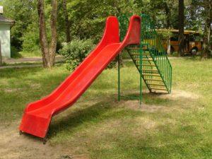 В Запорожской области парень украл с детской горки лестницу - ФОТО