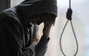 В Запорожской области во дворе дома повесился школьник