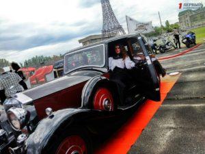 В Запорожье открылся фестиваль ретро-автомобилей «Запорожские врата» - ФОТО