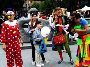 Концерт, социальная ярмарка и мастер-классы для детей: как в Запорожье отметили День семьи и День матери