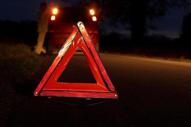 На Нaбережной легковой автомобиль врезался в дерево: 21-летний водитель погиб на месте