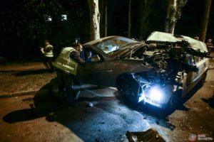 В Запорожье произошло серьезное ДТП: иномарка на скорости снесла припаркованные авто - ФОТО, ВИДЕО