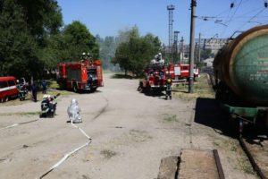 В Запорожье на ж/д вокзале «загорелась» цистерна с бензином - ФОТО