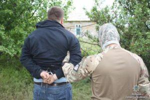 Появилось видео задержания запорожца, торговавшего оружием из зоны АТО - ФОТО, ВИДЕО