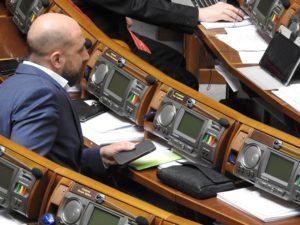 Запорожский нардеп Игорь Артюшенко совместно с начальником департамента культуры ОГА решили взять «под контроль» местное ТВ