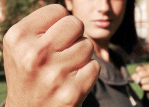 Молодая запорожанка избила напавшего на нее насильника