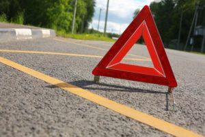 ДТП в Запорожье: легковушка вылетела на тротуар и врезалась в столб - ФОТО