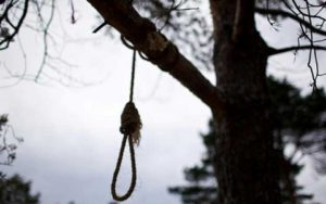 В Запорожской области парень повесился на дереве