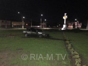 В Запорожской области пьяный водитель снес бордюр - ФОТО