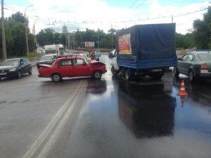 В Запорожье на выезде с плотины ДнепроГЭС произошло ДТП - ФОТО