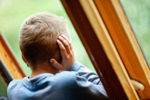 В Запорожье маленький ребенок выпал из окна многоэтажного дома - ФОТО