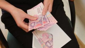 Как и когда украинцам могут повысить минимальную зарплату