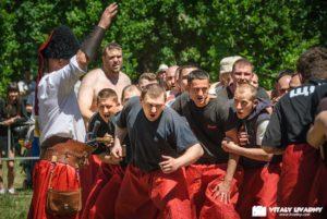В Запорожье прошел традиционный казацкий турнир «лава на лаву» - ФОТО