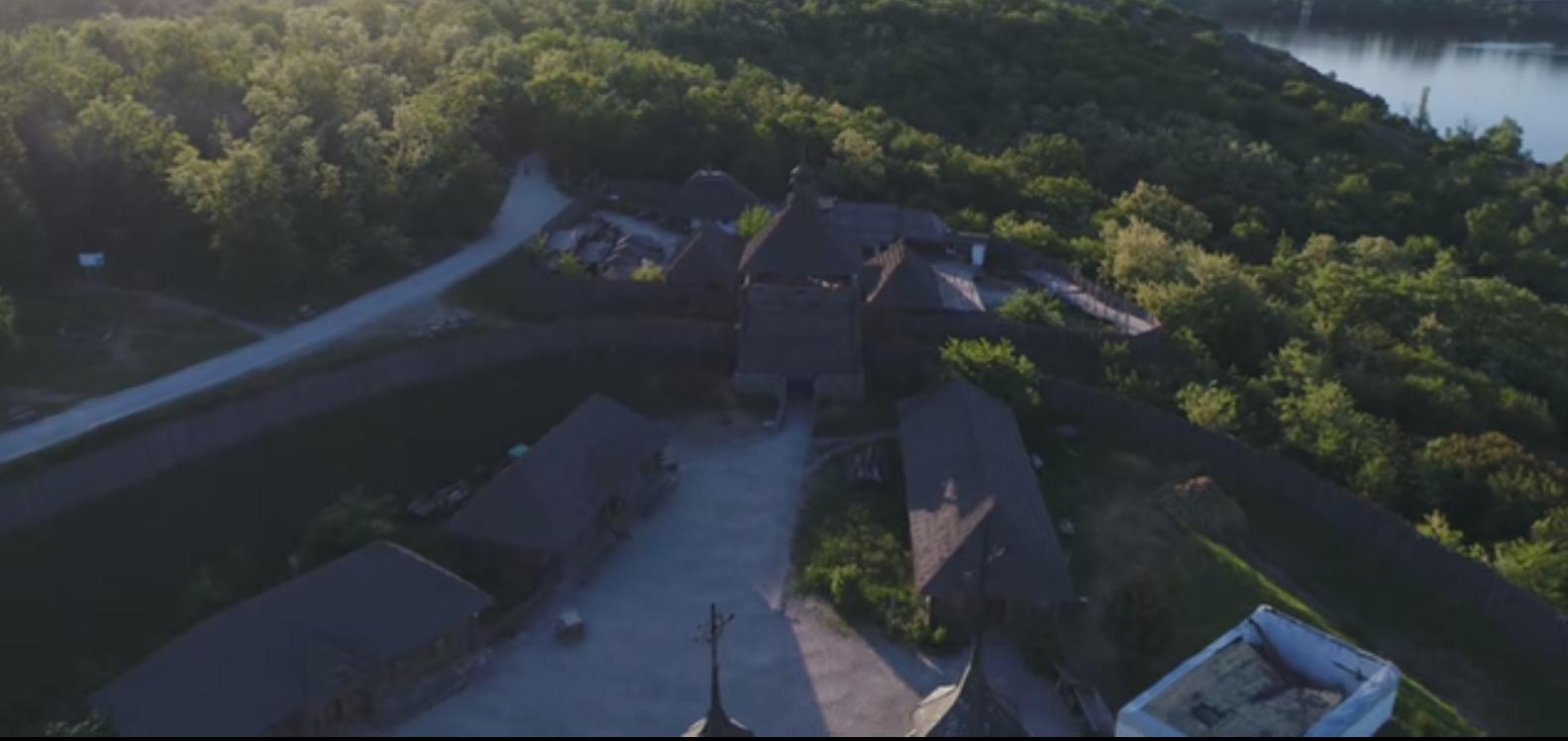 Как выглядит знаменитый музей «Запорожская Сечь» с высоты птичьего полета - ВИДЕО
