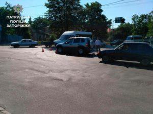 В Запорожье произошло очередное ДТП с участием маршрутки: полиция ищет свидетелей происшествия - ФОТО