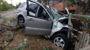 В Запорожской области пьяный водитель на внедорожнике влетел в столб – ФОТО