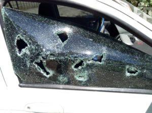 Семейные разборки: в Запорожье неверный муж разбил машину жены - ФОТО