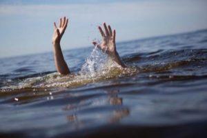 В Запорожской области подростки спасли тонущего в пруду ребенка