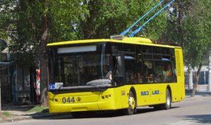 В Запорожье троллейбус наехал мужчине на ногу
