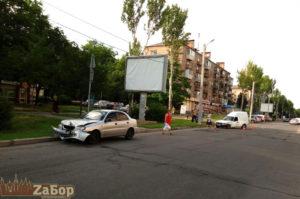 В центре Запорожья столкнулись две легковушки - ФОТО