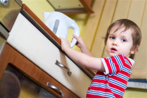 В Запорожской области маленький ребенок облился кипятком