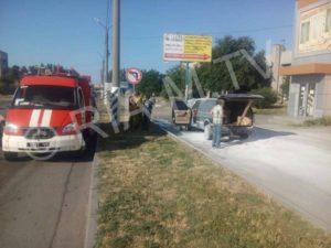 В Запорожской области возле автовокзала загорелась иномарка - ФОТО