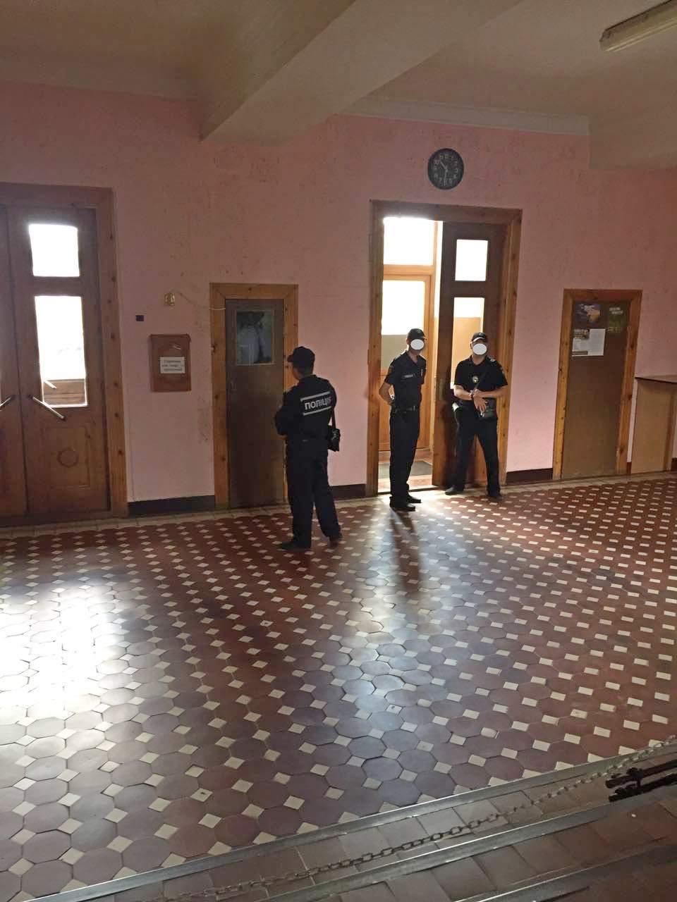 В Бердянском горсовете проводят обыски из-за подделки документов - ФОТО