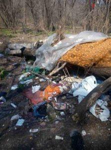 В Запорожье в центре города неизвестные устроили несанкционированную свалку мусора - ФОТО