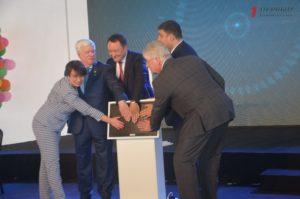 Премьер-министр Украины Владимир Гройсман побывал на открытии зернового терминала в Запорожской области - ФОТО, ВИДЕО
