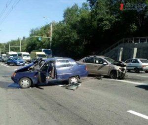 В Запорожье на Космосе разбились автомобили - ФОТО, ВИДЕО