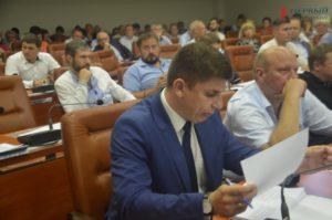 В Запорожье депутат горсовета во время сессии заявил об угрозах и давлении на его семью