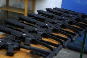 В Запорожье у пенсионера дома полиция обнаружила целый арсенал разнообразного оружия - ФОТО