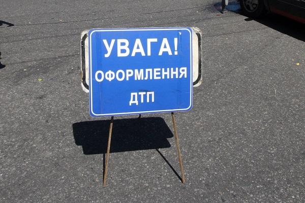 На запорожской трассе военный тягач, перевозивший танки, попал в ДТП