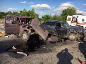 В Запорожье столкнулись две легковушки: среди пострадавших шесть человек – ФОТО