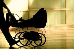 В Запорожье ночью двое мужчин украли детские велосипеды и коляску - ФОТО