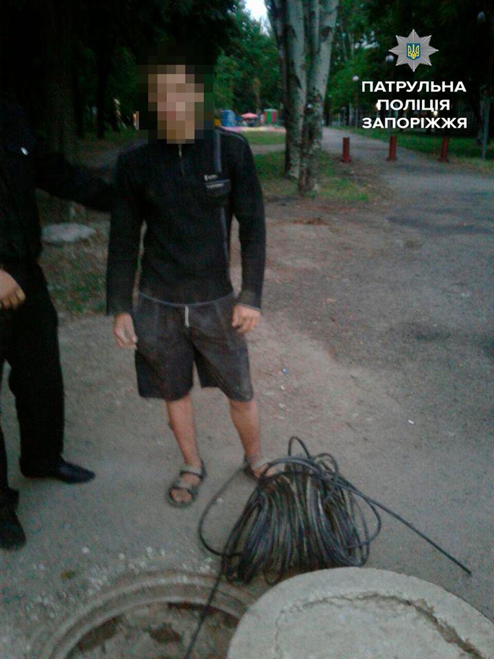 В Запорожье поймали мужчину, срезавшего более 70 метров кабеля