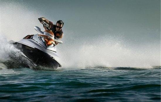 На запорожском курорте мужчина спас подростка, которого уносило на матрасе в открытое море