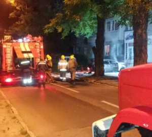 В Заводском районе Запорожья сгорела машина - ФОТО