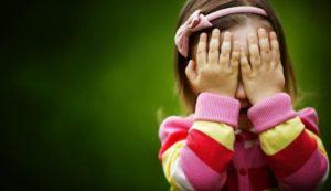 В Запорожье маленькие девочки находились ночью на улице без присмотра - ФОТО