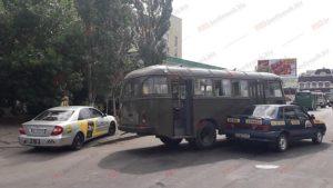 В Запорожской области военный автобус попал в ДТП - ФОТО