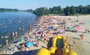 В Запорожской области мужчина на аттракционе сломал шею