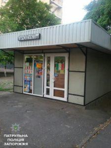 В Запорожье бывший заключенный на третий день свободы украл с продуктового магазина печенье, сок и лобзик - ФОТО