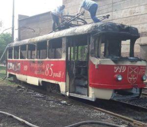 В Заводском районе Запорожья сгорел трамвай - ФОТО
