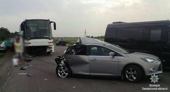 Двое взрослых иребенок погибли встолкновении 2-х легковых машин накрымской трассе