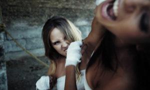 В Запорожье между девушками произошла кровавая драка