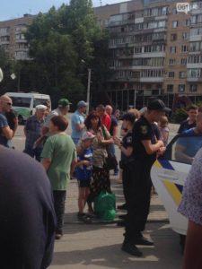В Запорожье на трамвайной остановке подстрелили женщину - ФОТО, ВИДЕО