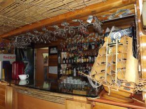 На запорожском курорте молодой парень обокрал бар на базе отдыха - ФОТО