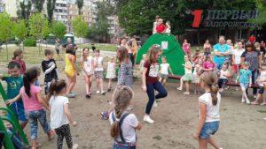 Маленькие запорожцы спели и станцевали на библиотечных площадках - ФОТО, ВИДЕО