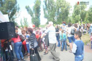 Запорожцы выстроились в огромную очередь, чтобы посетить на Радуге «Город профессий» - ФОТО, ВИДЕО