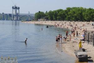 На запорожском пляже мужчина ограбил подростков - ФОТО